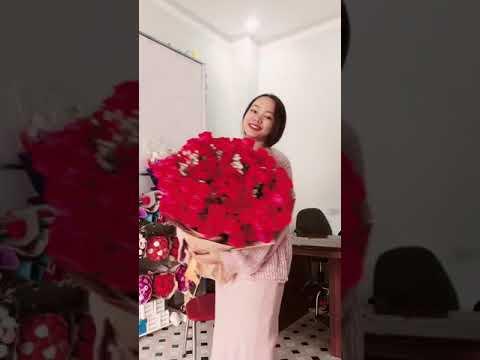 Em là cô gái bán hoa 😁