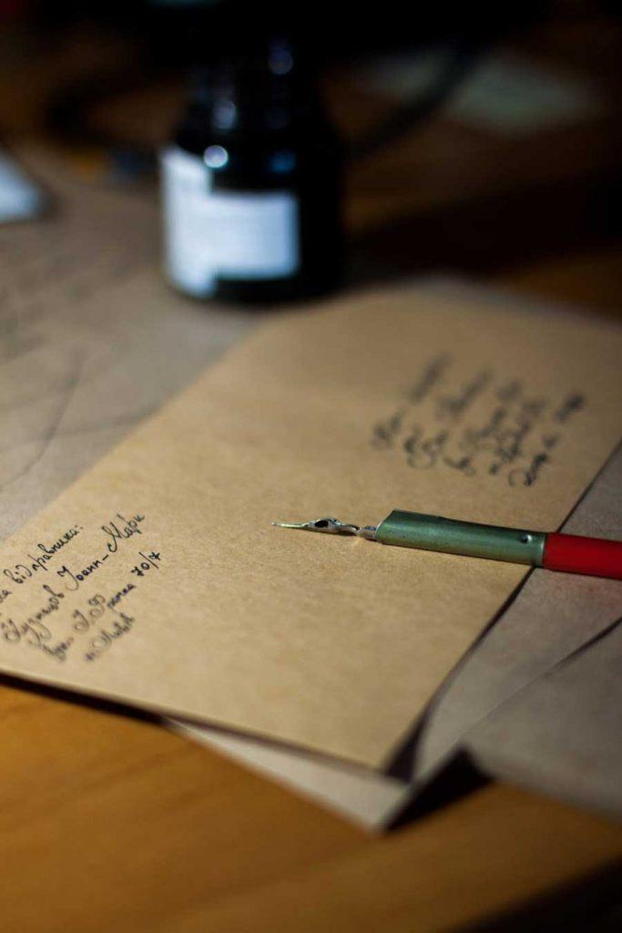 Mơ thấy nhận được tin nhắn, nhận thư là điềm báo lành hay dữ?