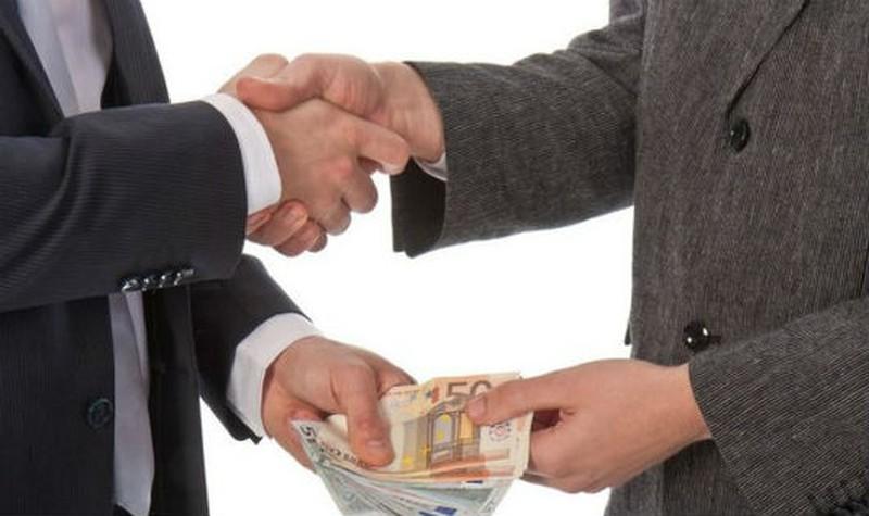 Mơ thấy việc nhận hối lộ, tham ô là điềm báo gì?
