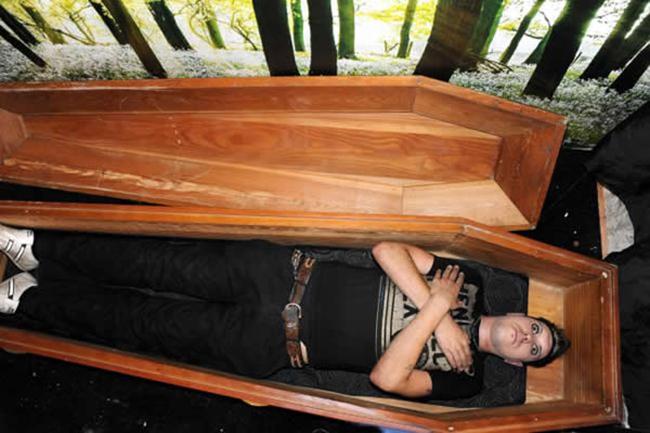 Mơ thấy mình ngủ trong quan tài có phải điềm báo xấu không?