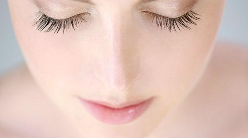 Nằm mơ thấy lông mi của bạn bị rụng có ý nghĩa gì?